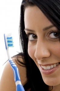 Forrás: freedigitalphos.net, Close Up Of Female With Toothbrush by imagerymajestic